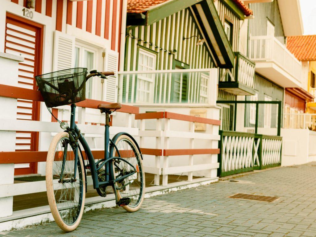 自転車置き場の屋根の色理論とは
