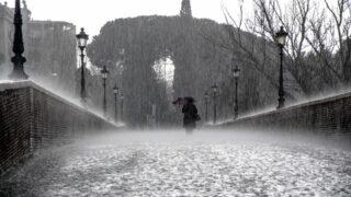 雨粒の形はしずくではない